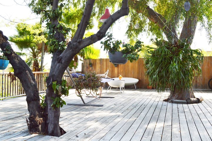 Hip Eagle Rock flat with private sundrenched deck! - 洛杉磯 - 獨棟