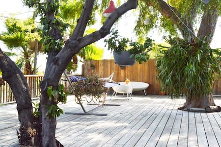 Hip Eagle Rock flat with private deck! - Σπίτι