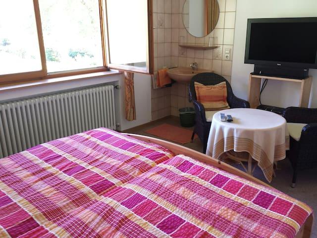 Gemütliches Zimmer im Grünen - Oberwolfach - Hus