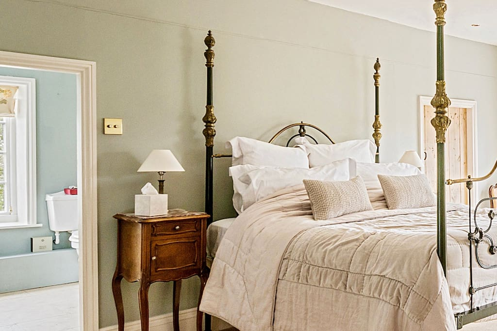 Luxury King size room with roll top bath ensuite...