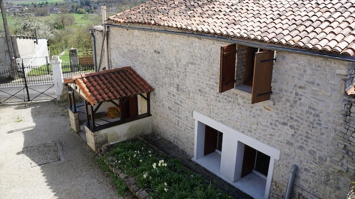 La Maison Colline overlooking the Charente River