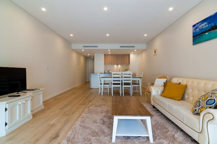 Close to CBD- Modern Luxury Apartment Neutral Bay