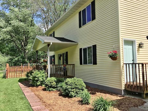 Devil's Lake Cottage -Sleeps 7 w/ WiFi & YoutubeTV