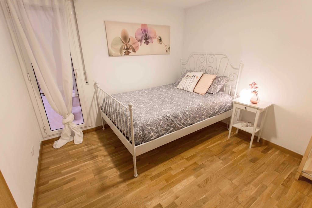 Elegant room in the center with ac appartements louer for Chambre a louer a barcelone pas cher