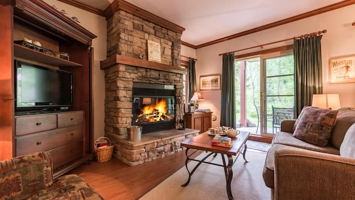 Lovely Condo with Easy Ski Access