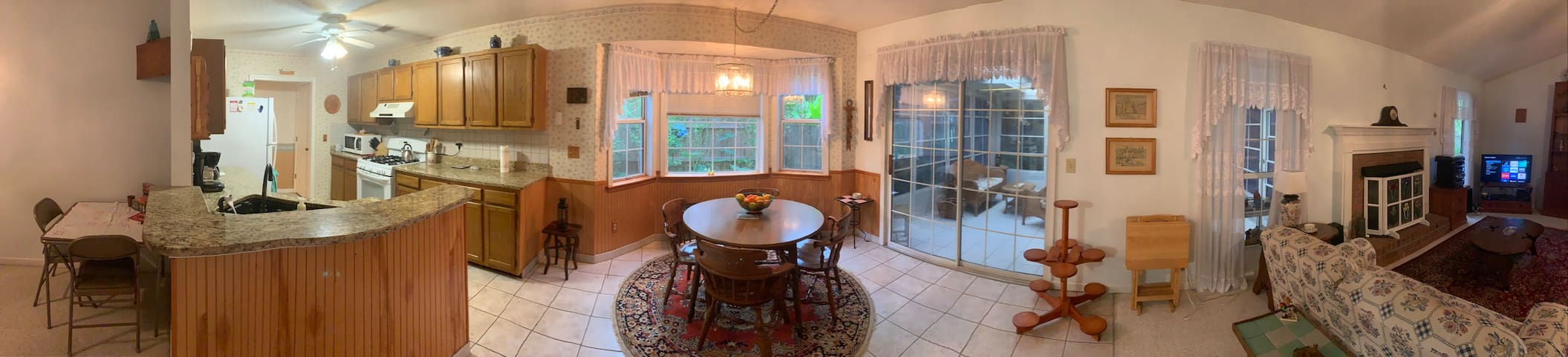 Antique Cottage cozy 3 bed 2 bath fully equipped