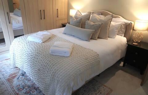 Little Roseville - Entire Guest Suite  Near Coast