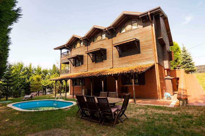 Secluded 6 BR Villa Surrounded by Nature in Sapanca