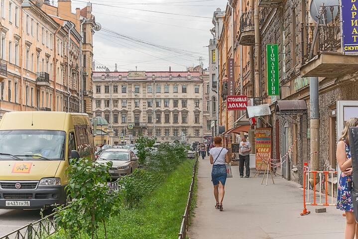 Вход со стороны Моховой улицы