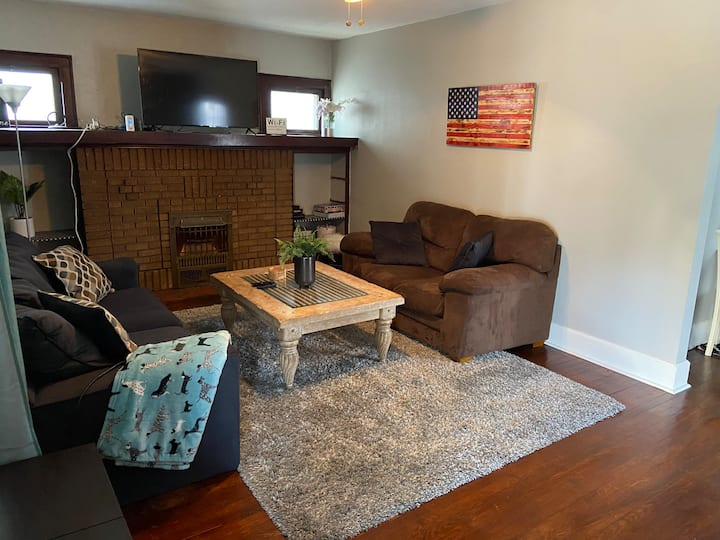 Cleveland Getaway-9Min. to DT & Airport, pets ok!