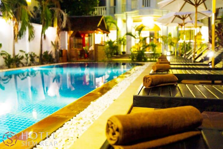 Deluxe Double : S Hotel  (Inc breakfast+pick up) - Krong Siem Reap - Bed & Breakfast
