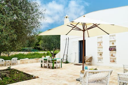 Charming lamia villa in huge garden - Ceglie Messapica - House