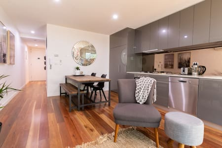 Sparkling Clean Port Melbourne Apartments