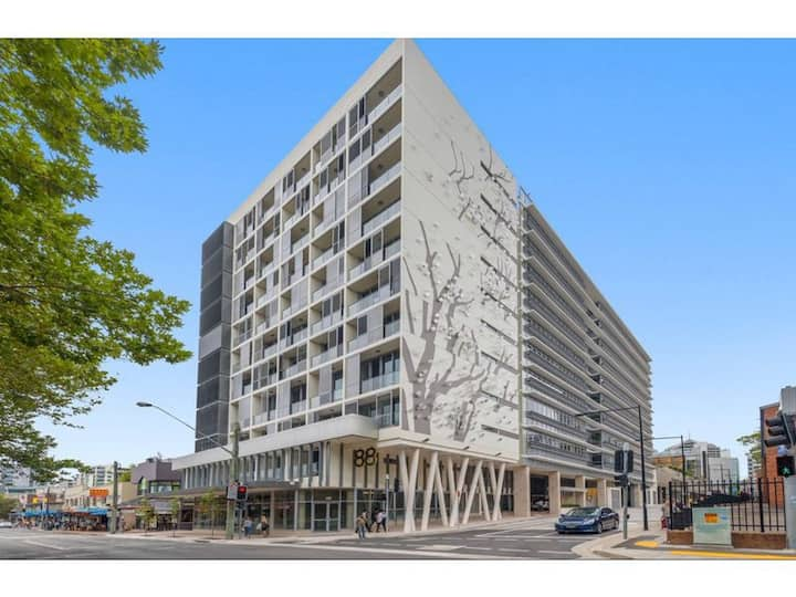 Modern 1 Bed Conveniently Located in Chatswood