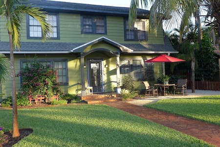 COCONUT PALM SUITE- REDUCED RATES - SPRING/SUMMER! - Fort Myers - Byt