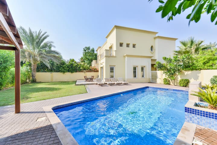 Luxury 3+1 Bed Exec Villa with PVT Swimming Pool