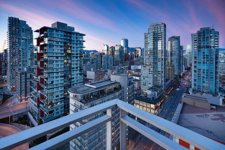 Panoramic Views in Downtown Vancouver - Yaletown