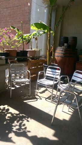 Sunny and peaceful nice room near park Güell