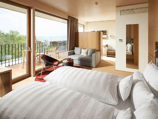 """Hotel bora HotSpaResort, (Radolfzell am Bodensee), Panorama Zimmer """"Exquisit"""", 28,8 m²"""