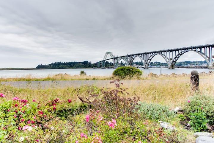 Beautiful bayfront townhouse w/ amazing bridge views, next to the state park!