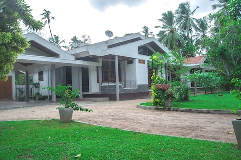 Country Breeze: Peaceful garden-front villa #1