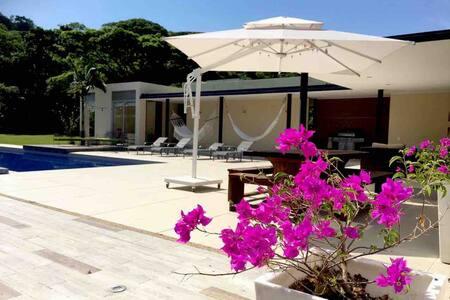Villa en Villeta  10 personas