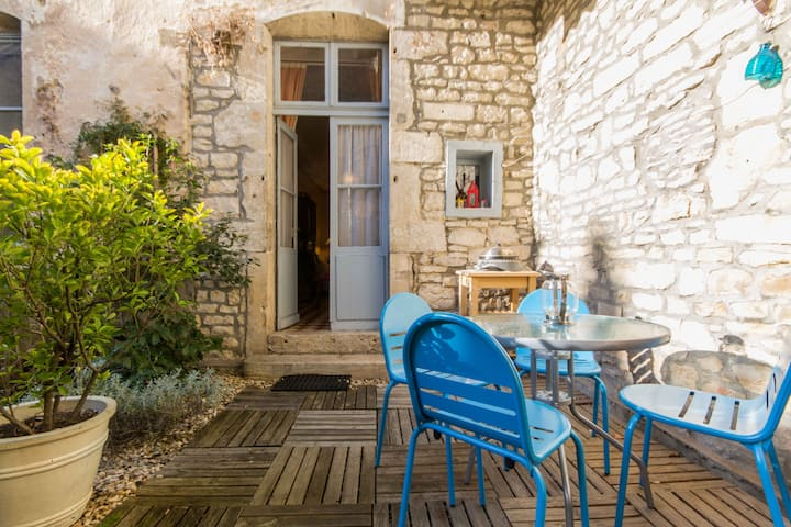 Charming apartment in historic house with garden.