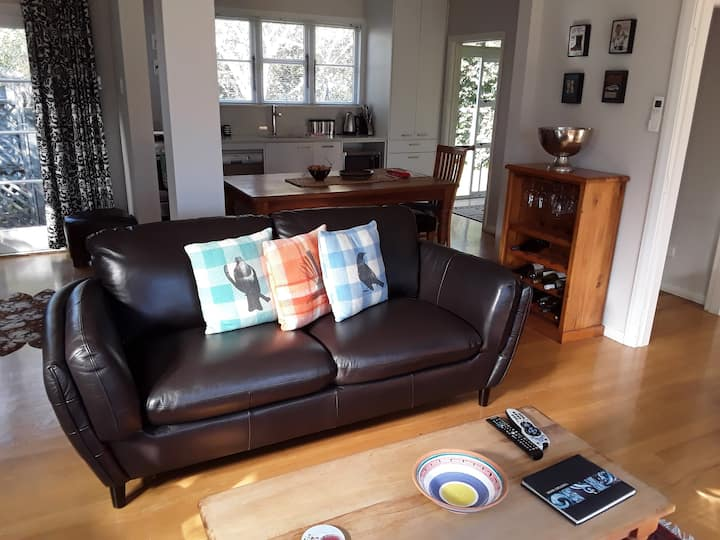 Greytown Cottage: Sky TV, Free WiFi, All Linen inc