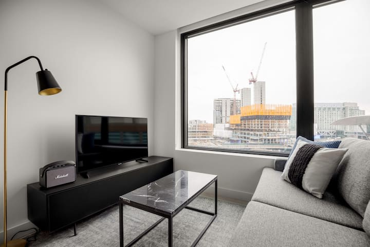 Lovely Seaport 1BR w/ Gym, Pool, W/D, near South Station, by Blueground(BOS165)