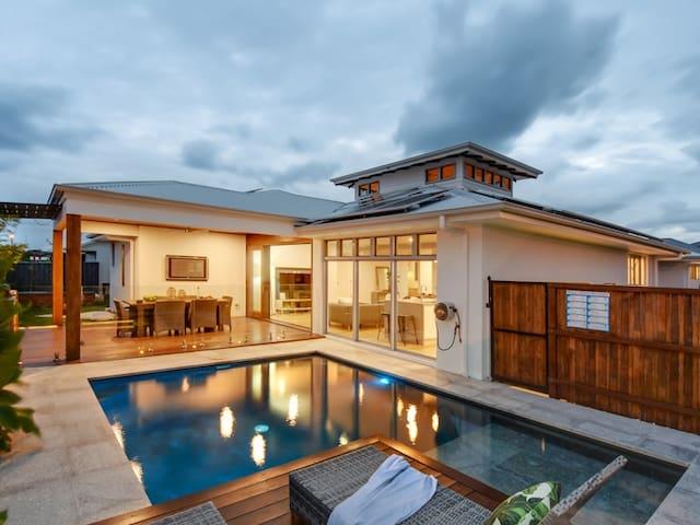 Peregian Beach luxury tropical oasis
