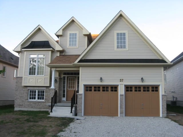 Beautiful & Modern Wasaga Beach Bungalow