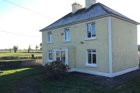 Boreen Farmhouse, Ardrahan - Ardrahan - Rumah