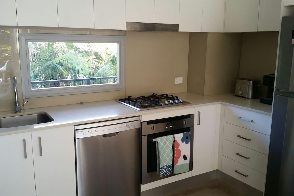 Great  gourmet kitchen   Full range of appliances.