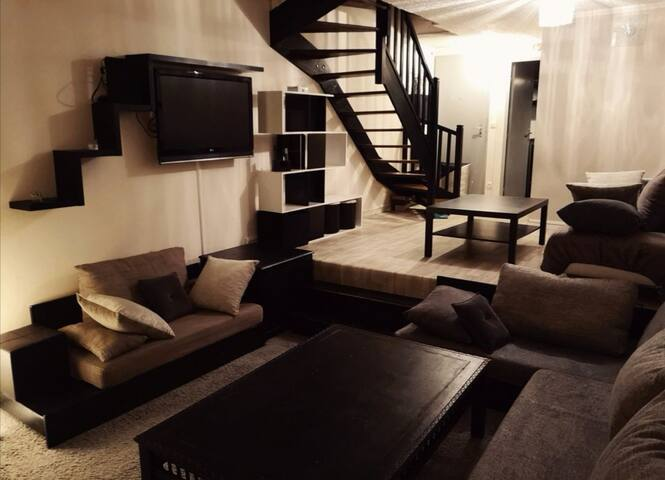Maison 80m2 Aéroport 5min, 2 chambres 1 salon