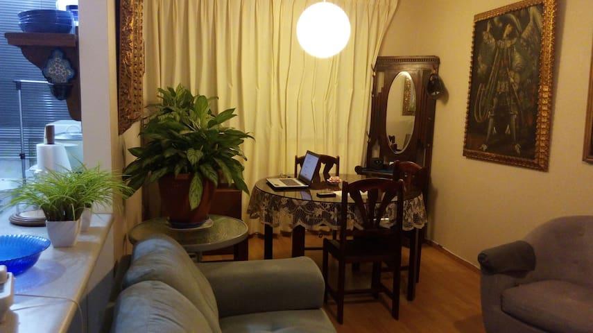 Cozy Doble Bed - Green Room  - 20' airport - La perla  - Apartment