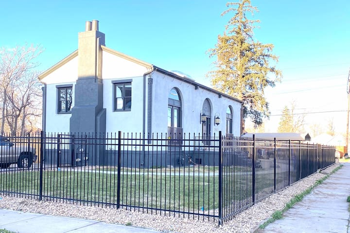 Adult Fun House! 4 bedroom -Newly Remodeled- RINO
