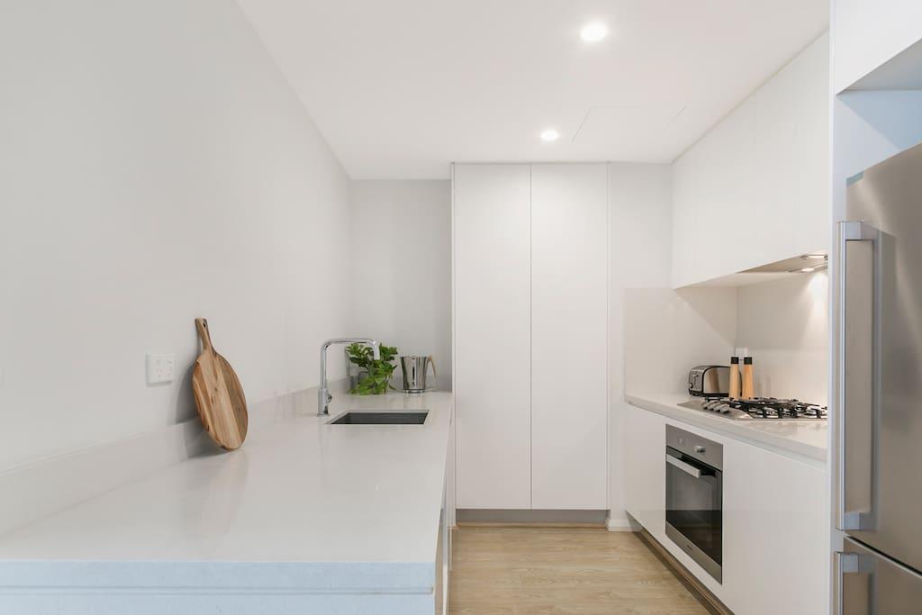 Full Size Kitchen with Modern Design