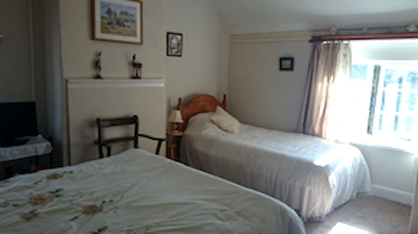 Park Farm, Bed and Breakfast Rm1, Working Farm. - Rugeley