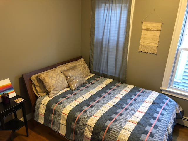 Quiet, Private Bedroom in Southie's City Point