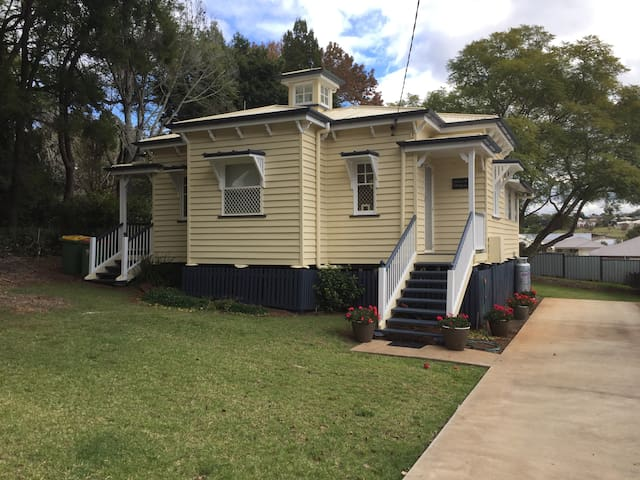 Gladstone Cottage - Heritage Listed Gem