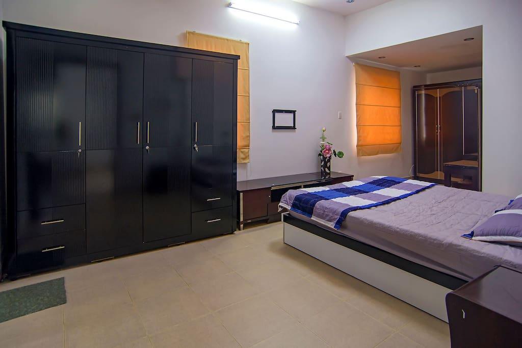 Bedroom 1 (Master Room)