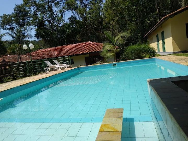 Chácara 1800 mts em Condomínio Cotia 40 minutos SP