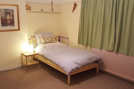 Simple single bedroom in Saltaire - Saltaire - Hus