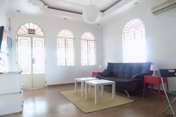 FULLY-EQUIPPED 2-BEDROOM FLAT -DOWNTOWN PHNOM PENH - Phnom Phen City - Daire