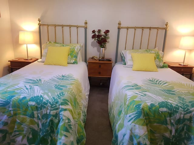 Kiwi Bed & Breakfast ::   The Twin Room