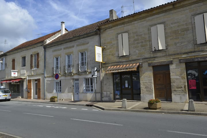 Charming Dordogne Village Home - Saint-Méard-de-Gurçon - House