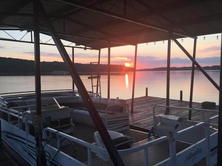 Lakefront Home, 6BR/4BA, Deep Water/Dock