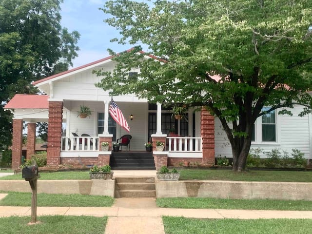 The Austin House-Glen Arbor-historic Oneonta home.