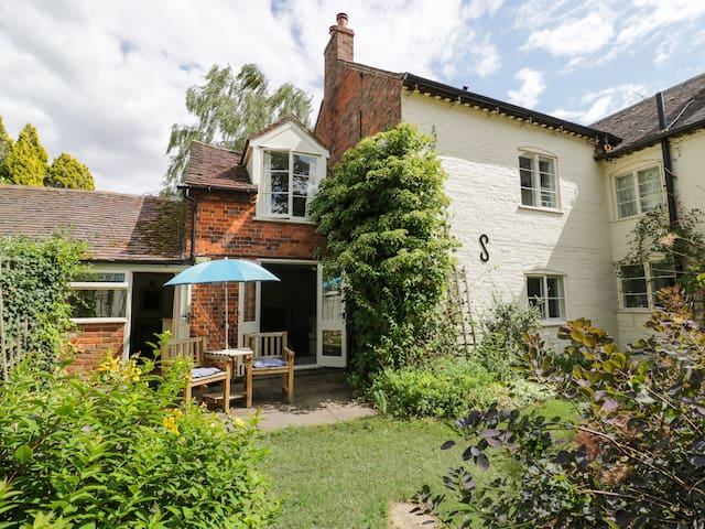 THE COTTAGE, country holiday cottage in Elmley Castle, Ref 970064