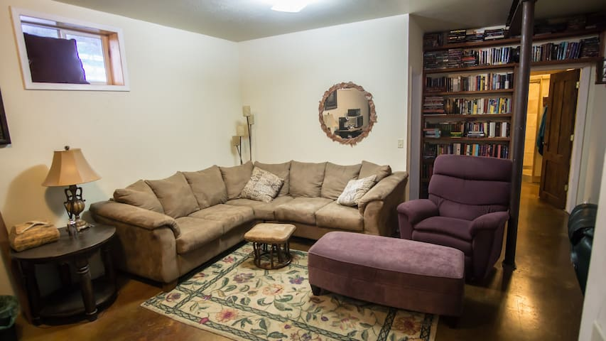 Quiet rooms in the center of Gallatin Valley